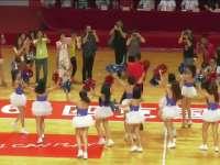 霍华德与啦啦队共舞 美女与野兽球场上演