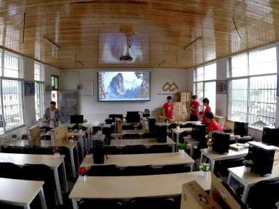 中南传媒晨基金向排碧学校捐献数字图书馆