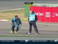 WEC上海六小时耐力赛:敬业马修一路小跑拾赛道碎片
