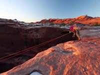 到峡谷悬崖荡绳索秋千 飞一般的感觉蜜汁刺激