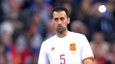 向传奇致敬!法国西班牙全队赛前中圈为科帕鼓掌致意