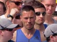 波马前几公里坡陡难度大 大众跑友按照成绩分区出发