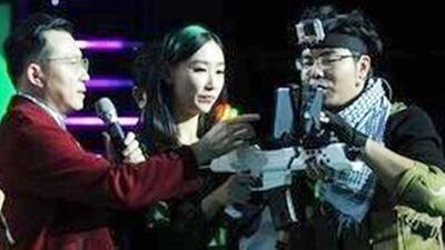 文青研发枪型游戏控制器 新婚夫妻创长白山品牌松子
