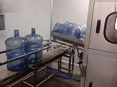 墨莹科技-桶装水罐装视频-300桶大桶灌装线