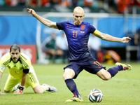 荷兰5-1复仇西班牙 范佩西罗本各2球