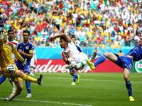 内科南反越位助攻 内贾德破门伊朗扳回一球
