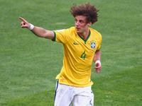 路易斯角球抢点推射破门 巴西1-0打破僵局