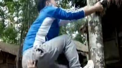 见到神秘纹面女 爬树技巧很重要