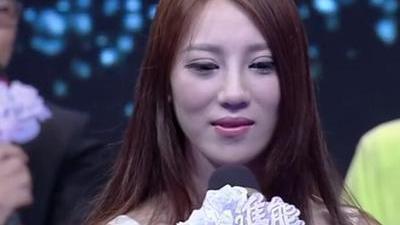 大四女生因穿短裙转学 美女酷似袁咏仪惊艳全场