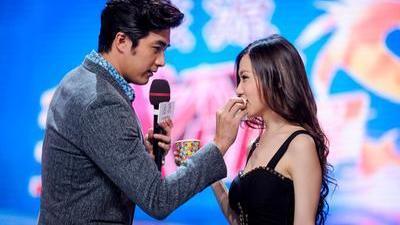 安以轩贺军翔示范星星吻戏 韩国女王郑多燕献跳小苹果