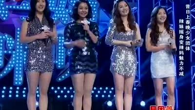 中国式辣妈妖娆组团 短裙舞全场兴奋飙泪