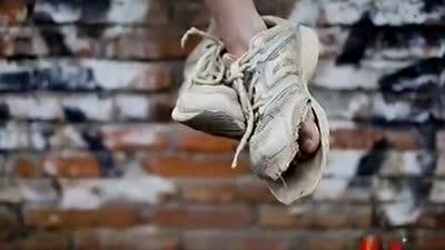 郭晓冬给孩子送运动鞋