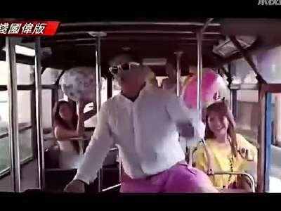 台妹抖奶跳韩国新神曲《可爱颂》风靡