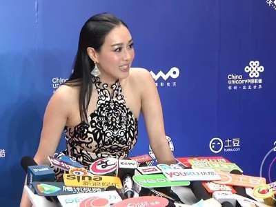 北京电影节钟丽缇接受采访 用北京话与大家问好图片