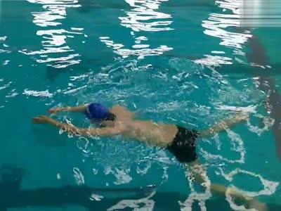 蛙泳转身教学- 在线观看