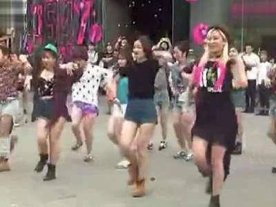 北京三里屯小苹果广场舞