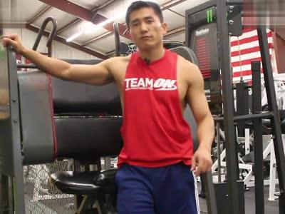 13 健身房腹肌训练 – 卷腹器械