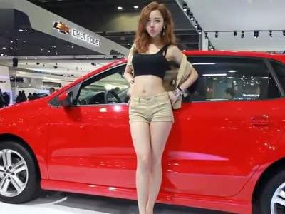 首尔车展 大众polo美女车模脱衣秀